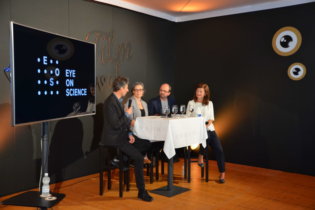 V.l.n.r.: Hanspeter Nägeli, Sigrid Lüber und Christoph Ammann im Gespräch mit Marina Villa.