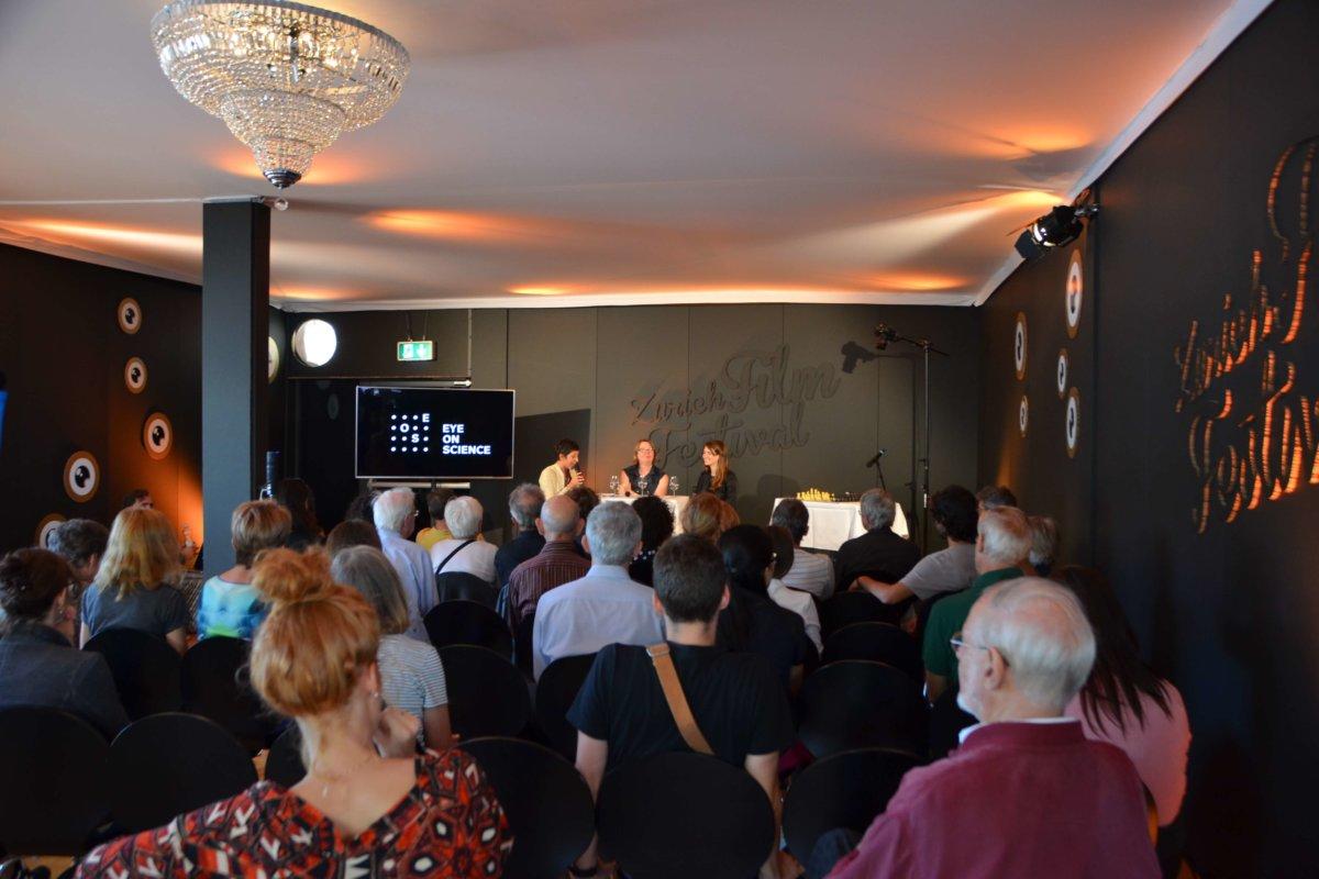 Ist Genialität lernbar? Das erfahren die BesucherInnen des Talks zum Film 'Magnus' mit den Gästen Elsbeth Stern und Monika Müller-Seps.